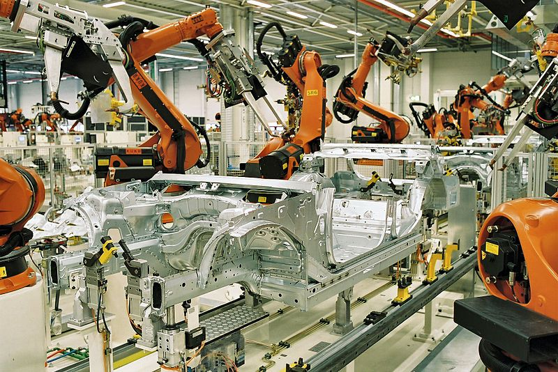 Kuka robots in an automotive plant. Equipped with spot welding guns. Photo:BMW