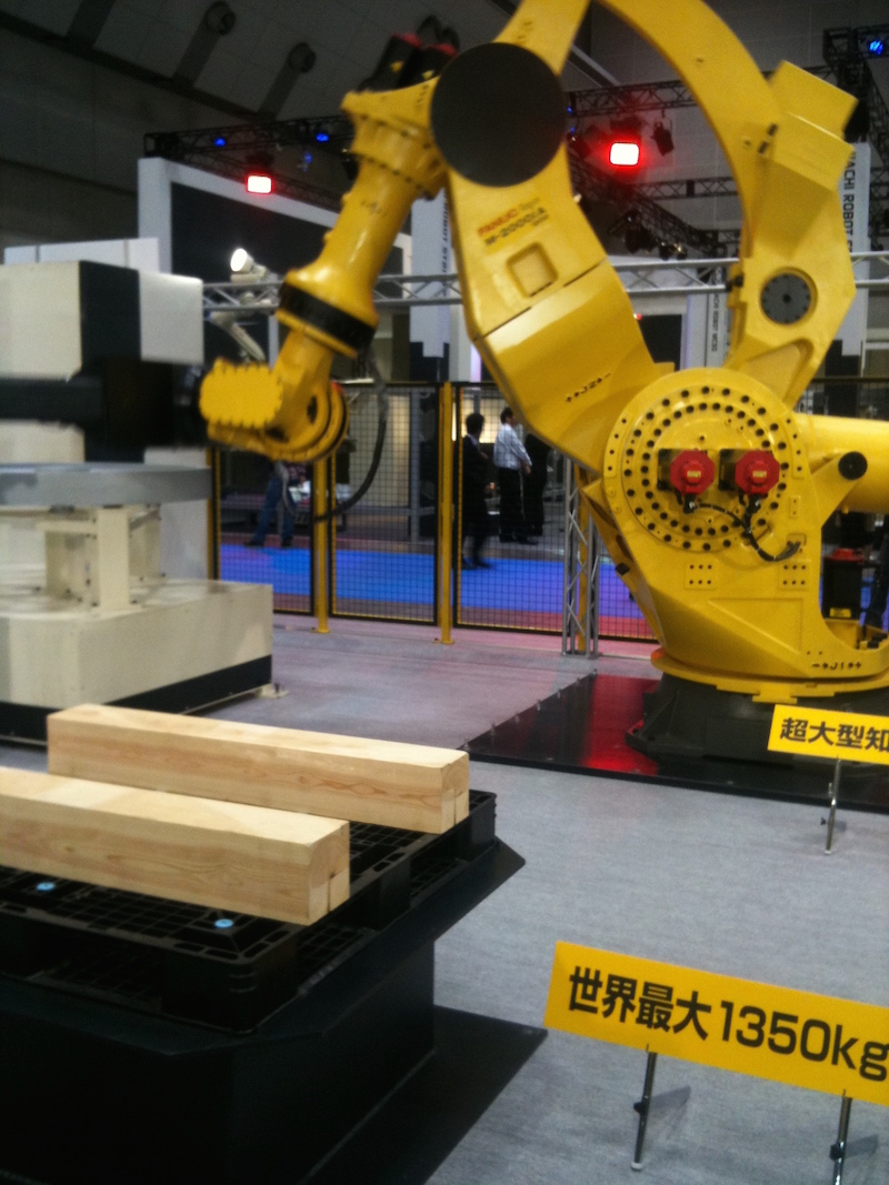 A Fanuc robot with a 1350kg payload