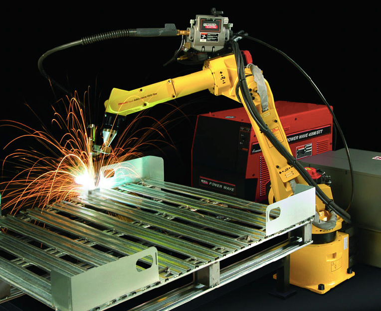 A Fanuc Arcmate 100iBe robot MIG welding. photo:Lincoln