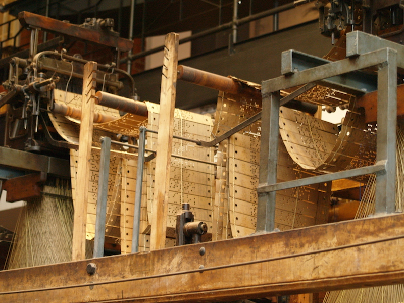 The punched cards hang in a belt above this Jacquard Loom Photo: Deutsches Technikmuseum Berlin