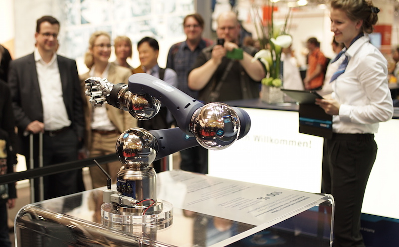 Schunk robot arm with hand copy